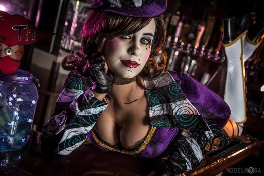 Mad Moxxi Cosplay : Happy New Year! by Khainsaw