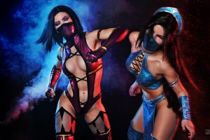 Kitana and Mileena Mortal Kombat cosplay by Nemu013