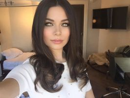 Miranda Cosgrove Mindless and Mesmerized by hypnospects
