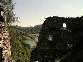 The ruins of Czorsztyn Castle by Wanderlouve
