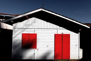 Red and white by DormirReverPeutEtre