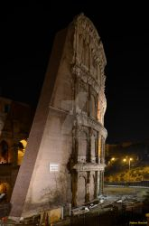 The Colosseum seen at night - Il Colosseo di notte by Book-Art
