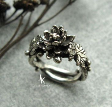 Cast silver lily ring by JuliaKotreJewelry