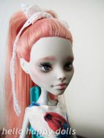Monster high ghoulia repaint 1 by hellohappycrafts