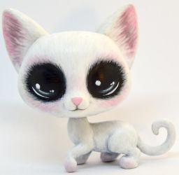 Blushing White Cat Custom LPS by TheLeyLine