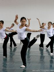 Guang Dong Dancers III by vampbabe