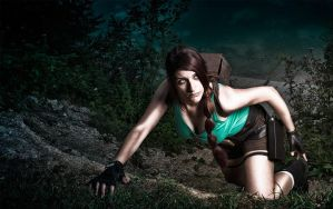 Lara Croft, climbing for survive... by Visual-Aurelie
