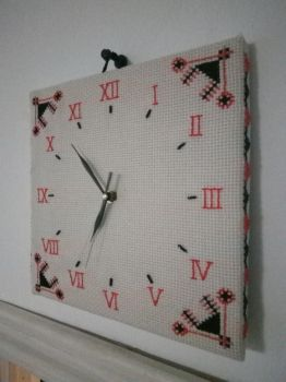 Cross stitched wall clock by pakstadi
