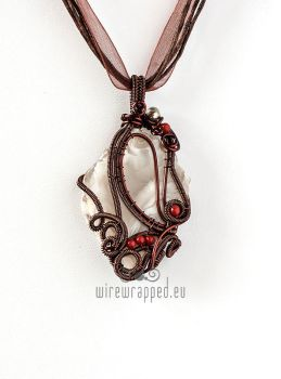 Agate and coral pendant by ukapala