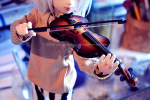 Teeny tiny violinist by Cesia