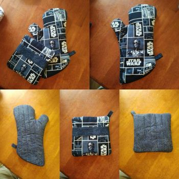Star Wars Blue Oven Mitt and Hot Pad Set by MechanicalApple