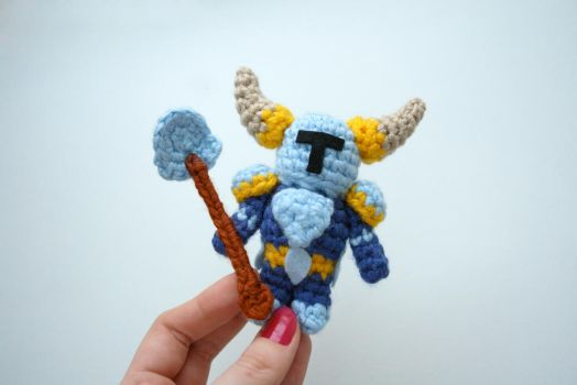 Crochet amigurumi of Shovel Knight (free pattern) by tinyAlchemy