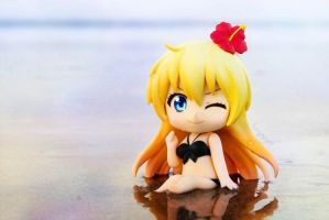 Chitoge At The Beach by fangnya77