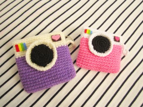 Instagram coin purse crochet pattern by Anitadoma