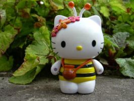 Hello Bee Kitty by AppleBruises