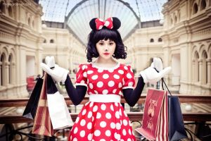 Minnie Mouse - Diva on Shopping by Tink-Ichigo