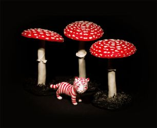 Tiger and the mushrooms by Gogolle
