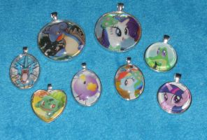 Pendants Batch 1 by PakajunaTufty