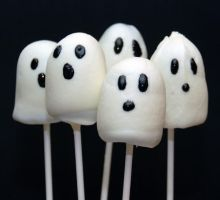 Ghost Cake Pops by keriwgd