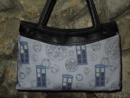 Doctor Who TARDIS Purse by Timestitcher