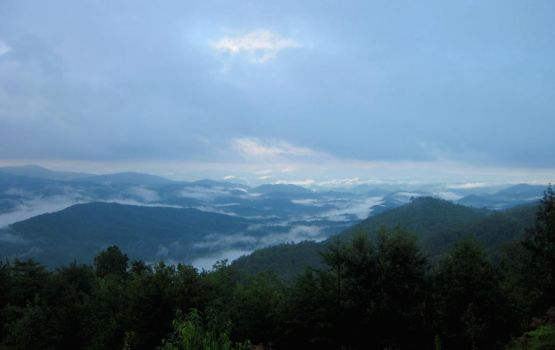 Daybreak in the Smoky Mountains by TaterBiscit