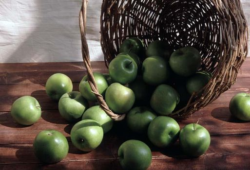 Apples by Swanhill