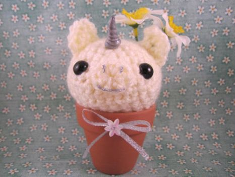 Amigurumi Cream Unicorn Flower by misfitcreatures