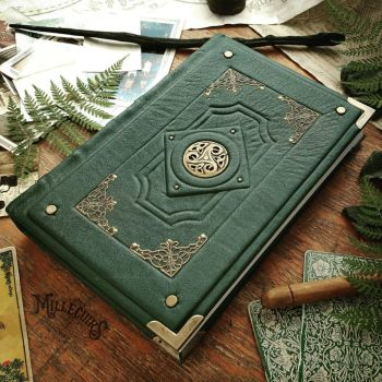 Triskellion Grimoire - Forest green leather by MilleCuirs