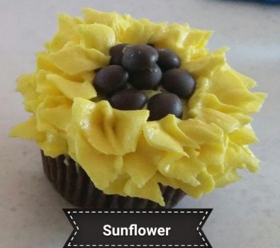 Sunflower cupcake by EmilyDaCool