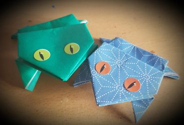 Origami frogs. by MadameButterfly94