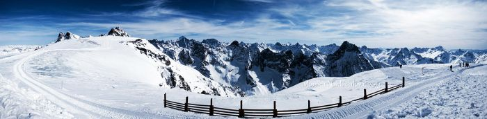 Glacier Panorama I by amrodel