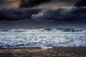 Heavy and dangerous sea by steinliland