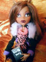 Clawdeen with death note 2 by clawdeenw