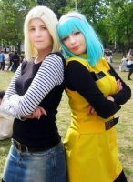 Android 18 and Bulma cosplay (Dragon Ball Z) by LivingDeadGeisha