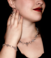 Diamonds and Pearls, set by Juandfr