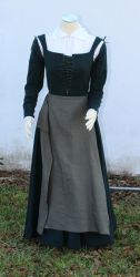 Elizabethan Green wool kirtle and linen apron by CenturiesSewing