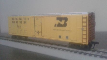 Burlington Northern Yellow Boxcar/Juicebox by spencerbt123