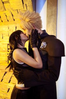 Tifa and Cloud kiss by GarnetTilAlexandros