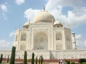 The Taj Mahal by childlogiclabs