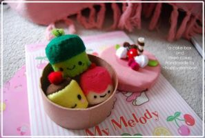 cake box and cake plushies by happy-bamboo