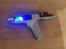 Working phaser with laser by Anselmofanzero