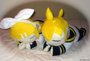 Kagamine twin pillow pets by Neon-Juma