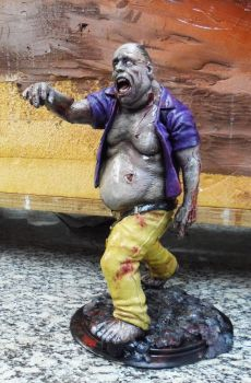 Fat Zombie by renatothally