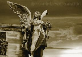 statue of peace by Wundenkuessen
