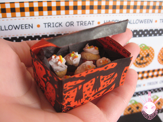 1:6 Halloween Cupcakes by WindsorPhotography