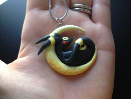 Sculpted Umbreon Necklace by Gatobob