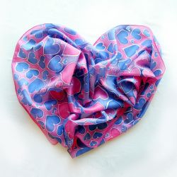 Heart scarf for Valentine's Day by MinkuLul