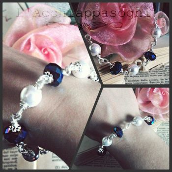 Crystal Blue Glass and White Pearls Bracelet by AliDiCeraBianca