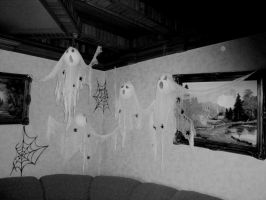 Ghostly apparitions by zzSnowWhiteQueenzz