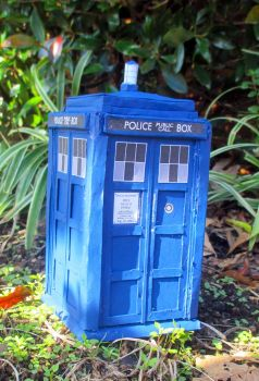 Papercraft 11th Doctor's Tardis by Arc-Caster135